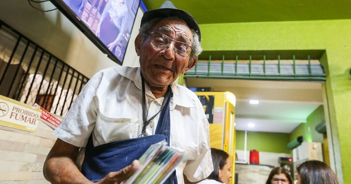 Babau do Pandeiro persiste na música e vende os próprios CDs em bares de  Fortaleza - Primeira Coluna