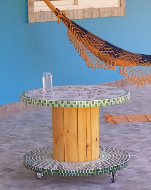 carretel-de-madeira-na-decoracao-mosaico-abrirjanela