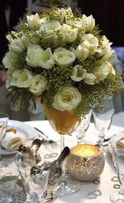 Mesa de boda con centro alto