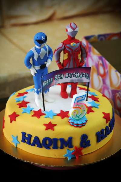 Rizq Cakes Ultraman And Blue Power Rangers Cake