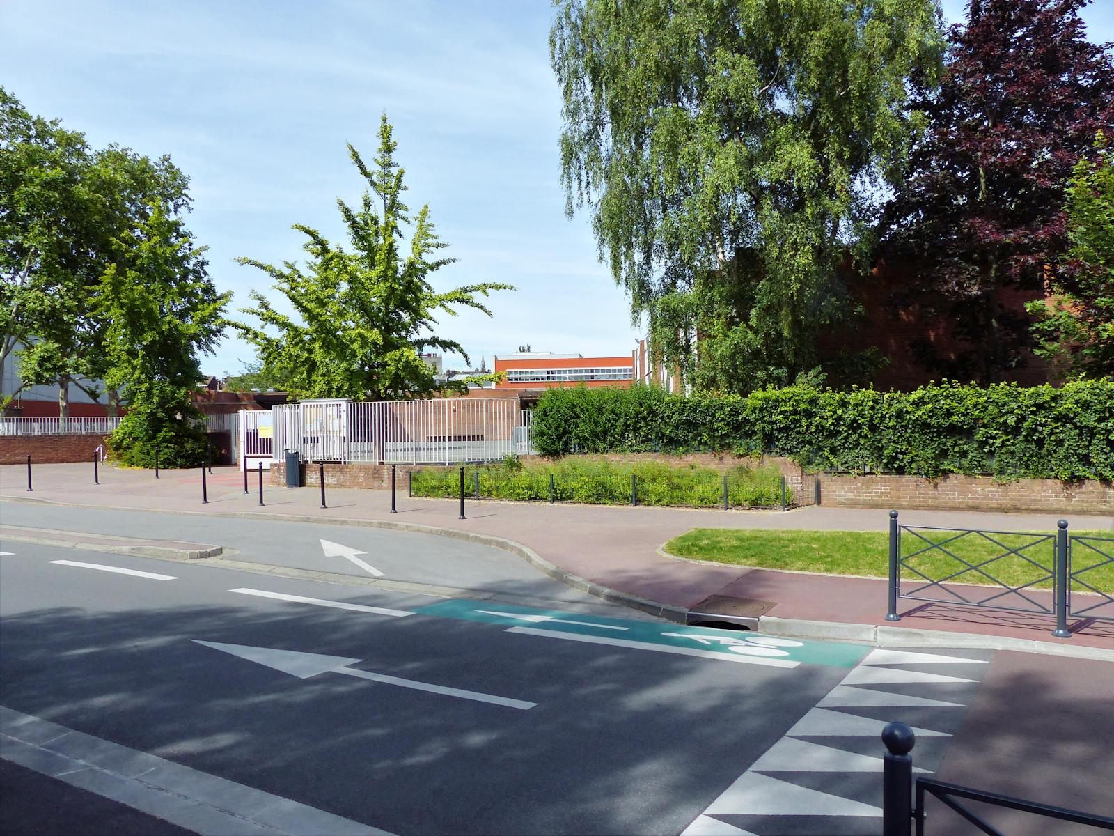 Rue d'Austerlitz et école Bonnot, Tourcoing.