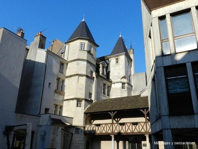 Edificio curioso en Dijon, Borgoña, Francia