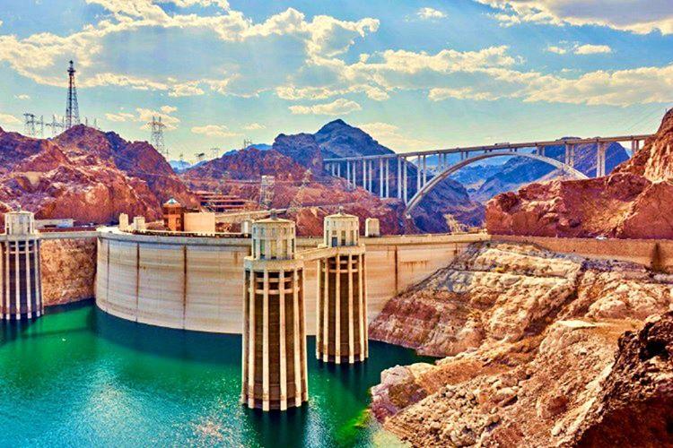 Modern mühendisliğin zaferi olarak nitelendirilen Hoover Barajı, dünyanın en büyük barajlarından birisidir.