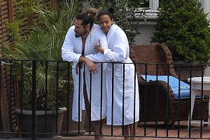 It's official : Zoe Saldana married Marco Perego
