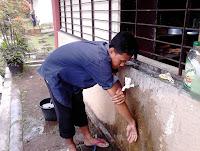 tata cara wudhu pemula membasuh tangan