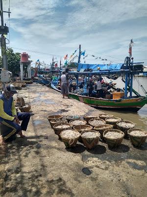 Cuaca Belum Aman Untuk Melaut Nelayan Karawang