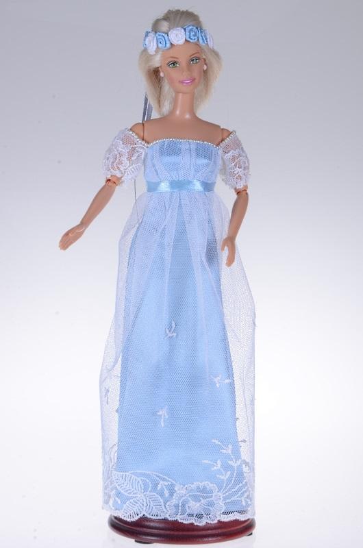 Sukienka regencyjna dla lalki Barbie.