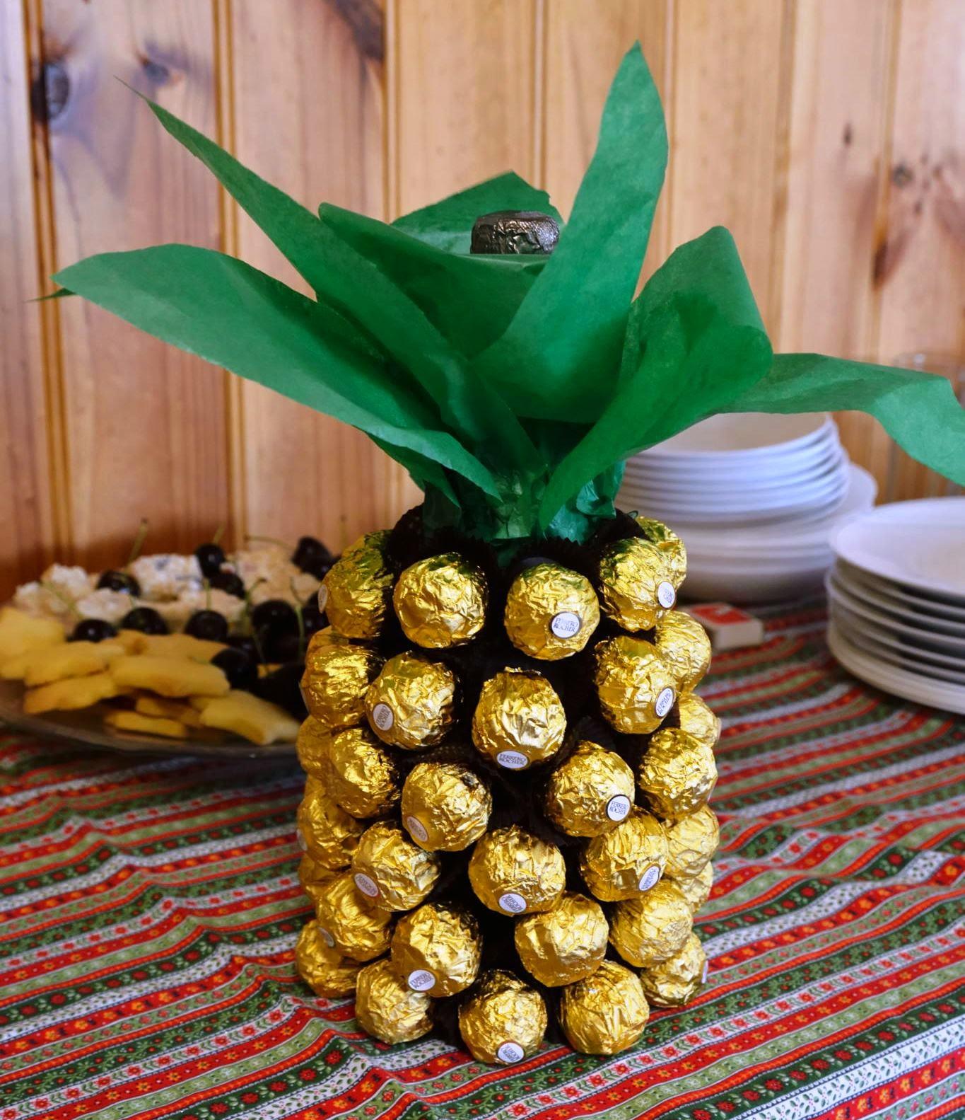 Christmas Pineapple.Pineapple Princesses Wishing You All Pineapples For Christmas