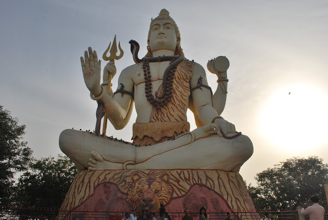 huge shivji statute at Nageshwar Jyotirlinga Temple