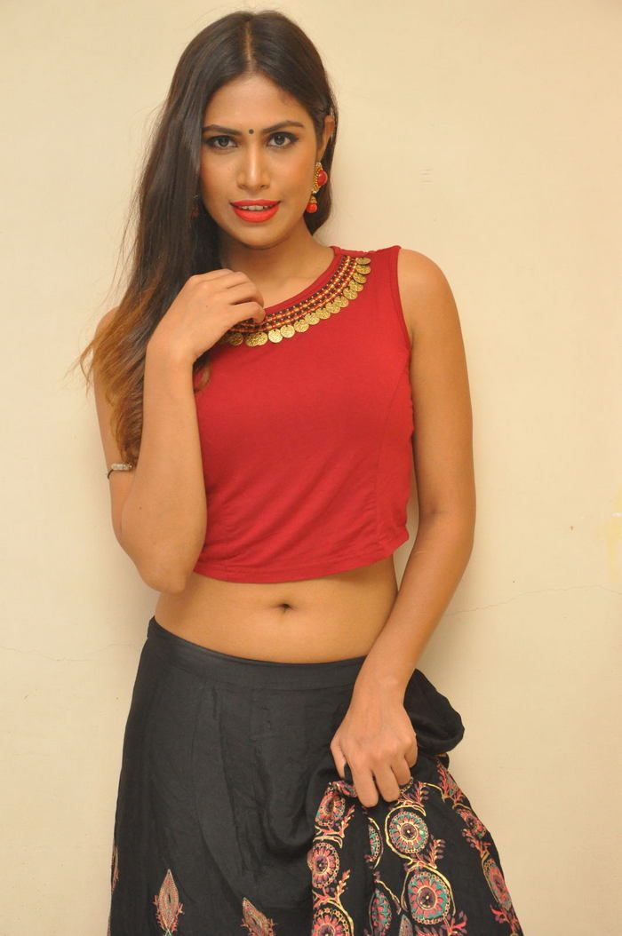 Actress Nishigandha New Hot Stills