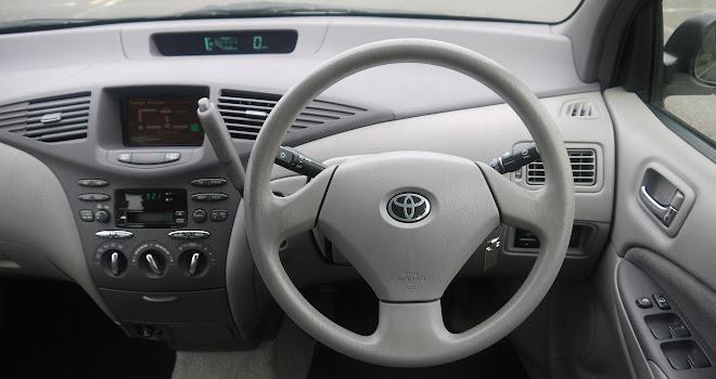Toyota Prius Mk1 dashboard