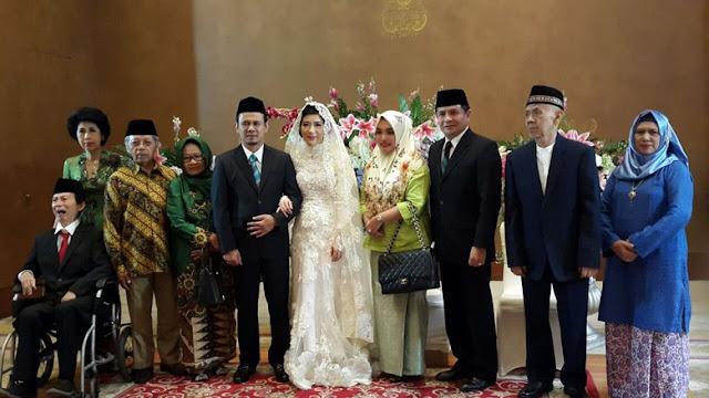 Photo resepsi pernikahan Mahfudz Siddiq dengan Agatha Lily.