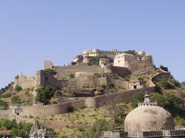 Backpack Trekking In India  - Rajasthan Trekking, Kumbhalgarh fort