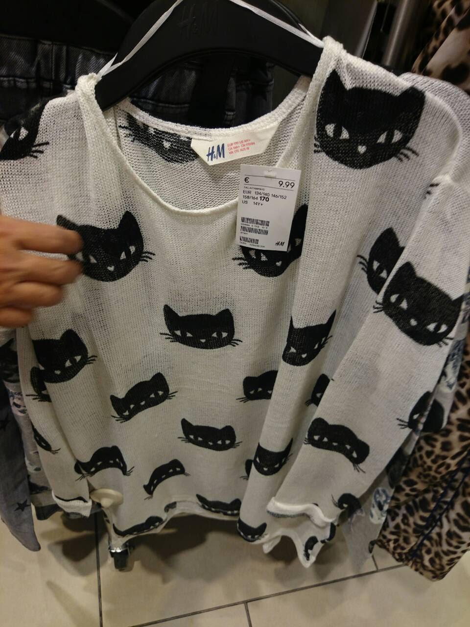 003936c3aa9 Mi madre, para darme la sorpresa posteriormente, me dijo por teléfono que  no había encontrado nada que llevara gatos en el H&M. Asimismo, me compró  la ...