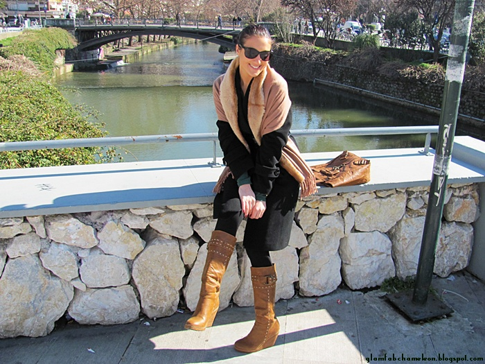 tan accessories, tan brown purse boots and faux fur scarf