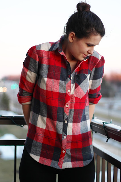 girl sewing diy fashion design button down flannel hipster american plaid rolled up sleeves tutorial how to sew button collar sleeves do it yourself brunette woman midwest milwaukee sewing blog