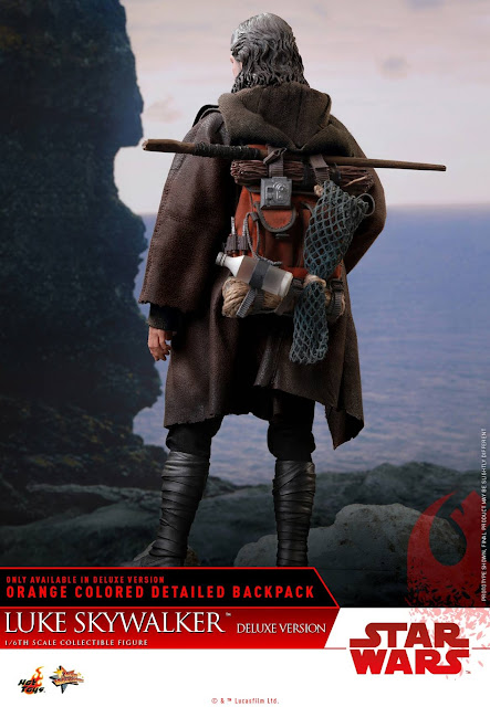 osw.zone Hot Toys Star Wars: The Last Jedi - 1/6 Luke Skywalker Collectible (Deluxe Version)