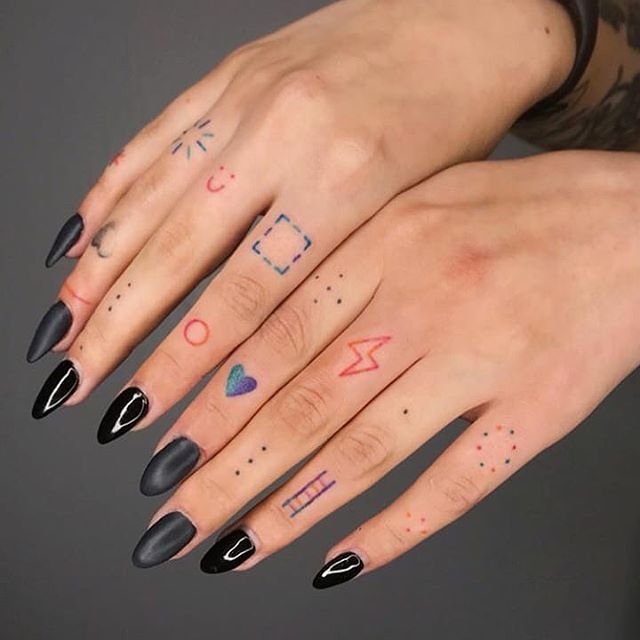 imagen de tatuaje minimalista para chica joven