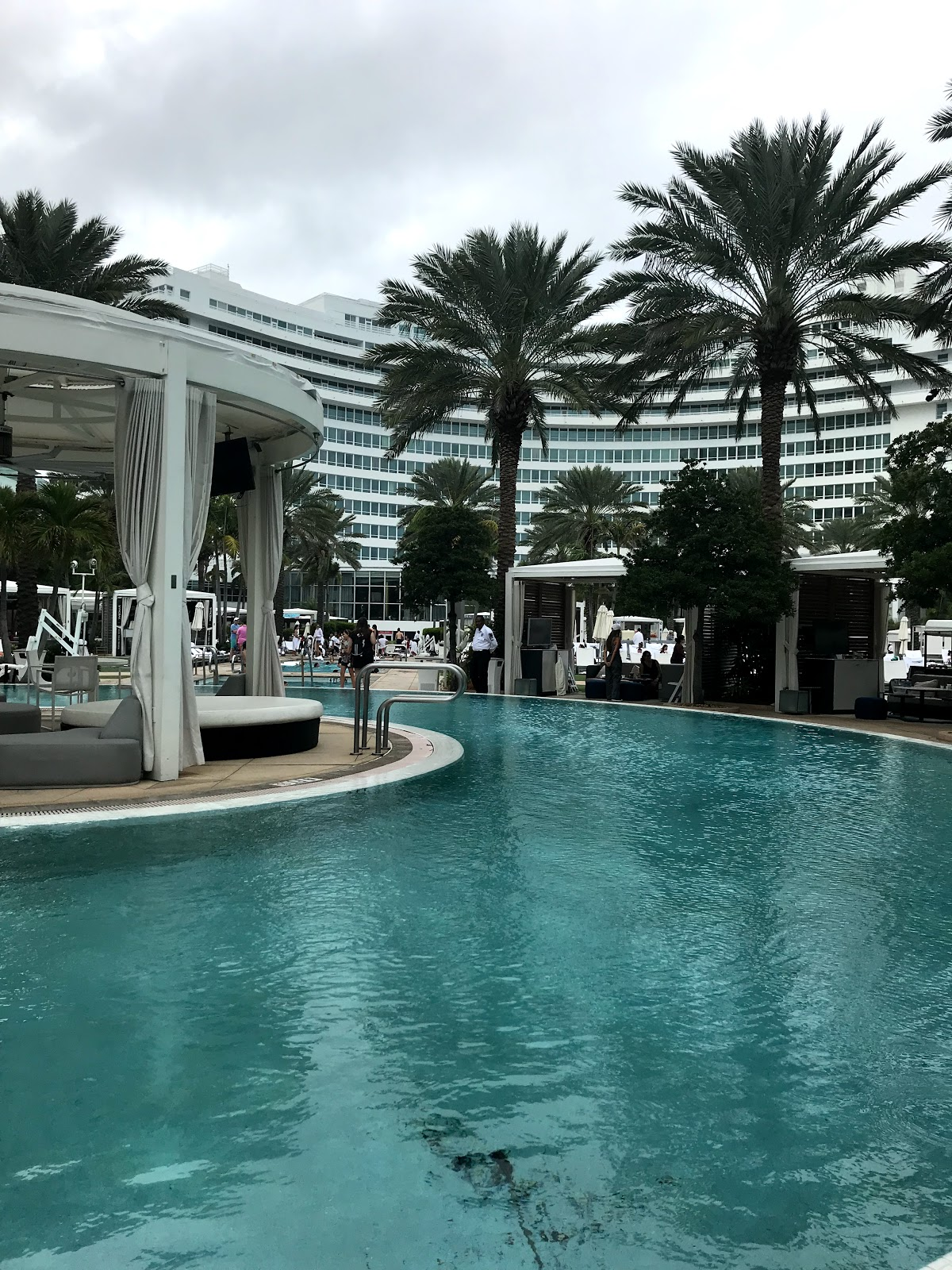 Fountainbleau hotel pool