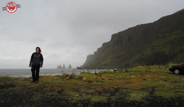 Playa de Reynisfjara y pináculos de Reynisdrangur, Islandia