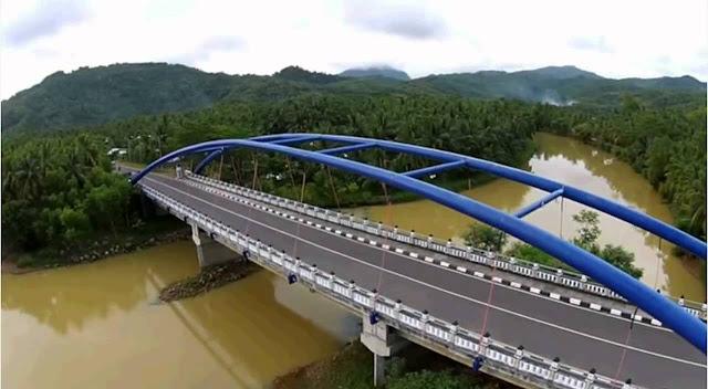 Jembatan biru di Pantai Soge.