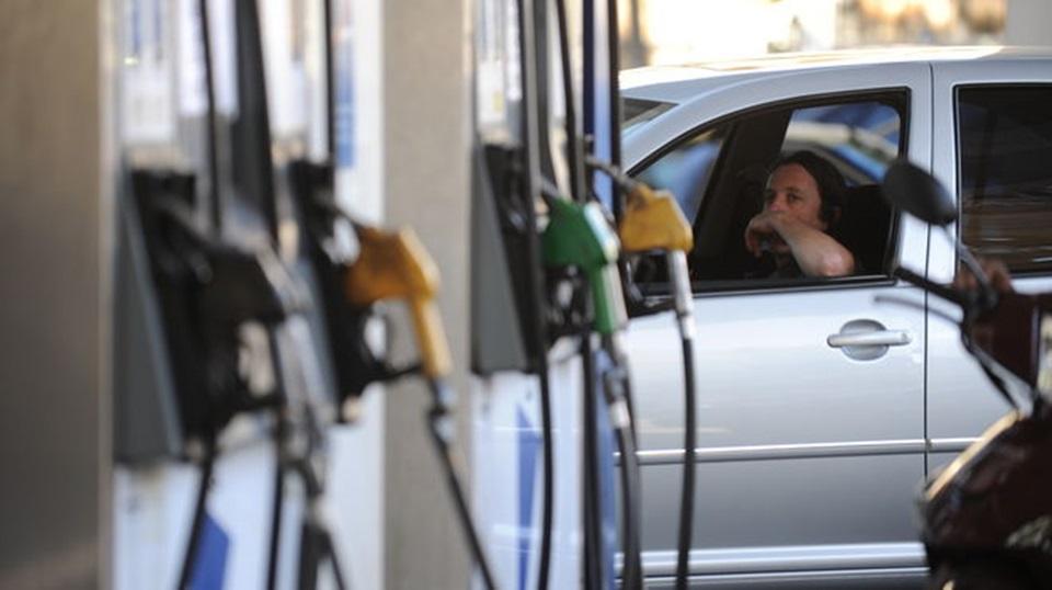 Naftas estaciones cobrarian plus por litro