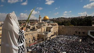 La ceremonia Birkat Cohanim (Bendición Sacerdotal) en el Muro Occidental asistieron decenas de miles de Judios que se reunieron en Sucot de todo el mundo. Jerusalén fue el epicentro espiritualmente!.