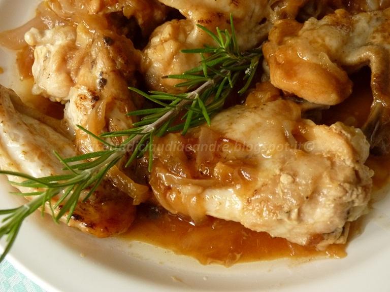 alette di pollo con cipolla, in padella