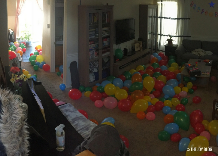 A room full of balloons // www.thejoyblog.net