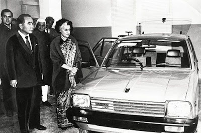 Indira Gandhi unveils the Maruti 800 Car, Maruti Suzuki, with Rajiv Gandhi