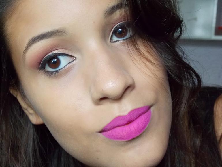 maquiagem com paleta Ruby Rose e batom dailus
