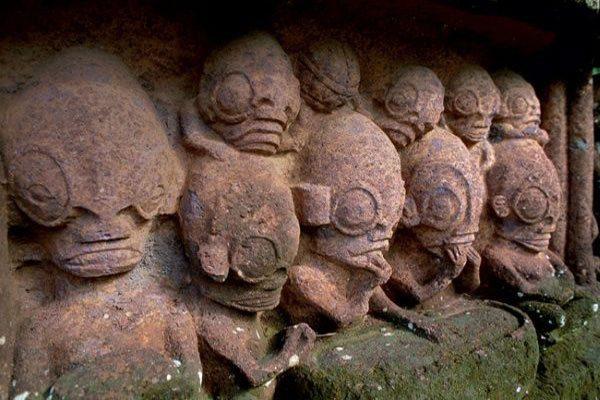 Statues of Temehea Tohua