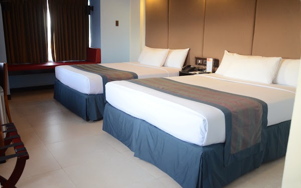 WHERE TO STAY IN MANILA - Microtel Inns and Suites Mall of Asia