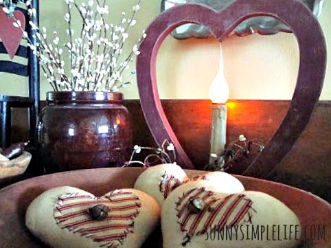 prim decor, valentine scene, old crock