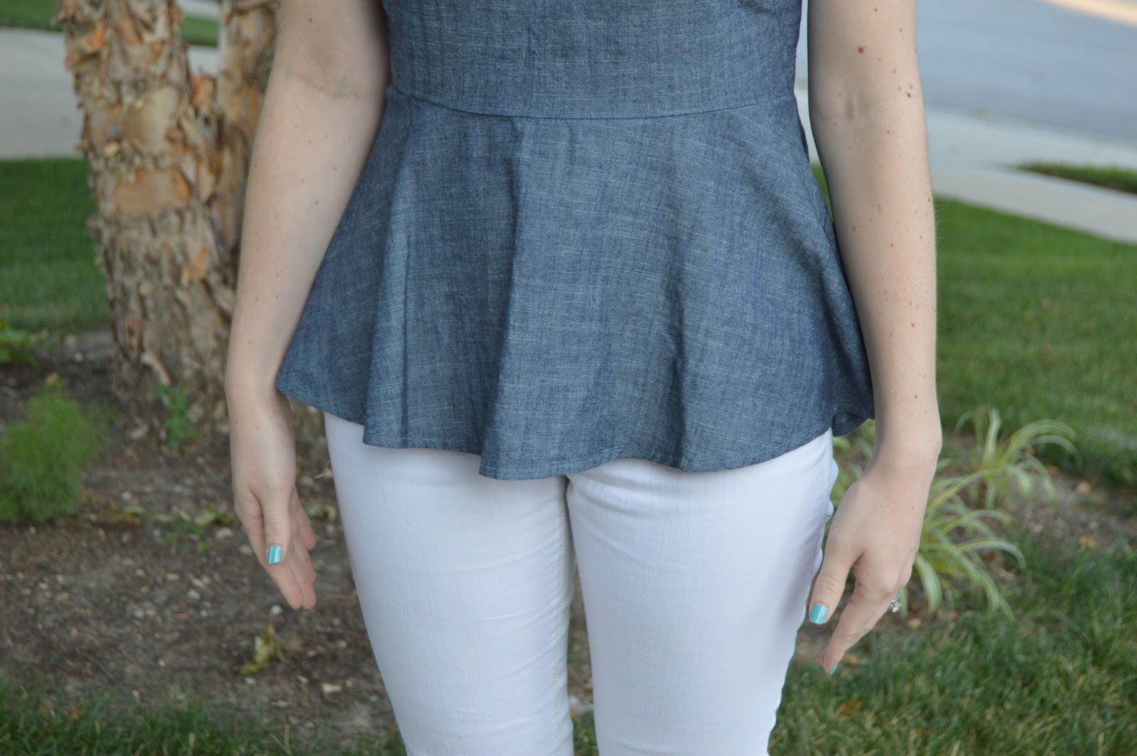 chambray peplum top | banana republic peplum top | chambray top outfit ideas | what to wear with a chambray top