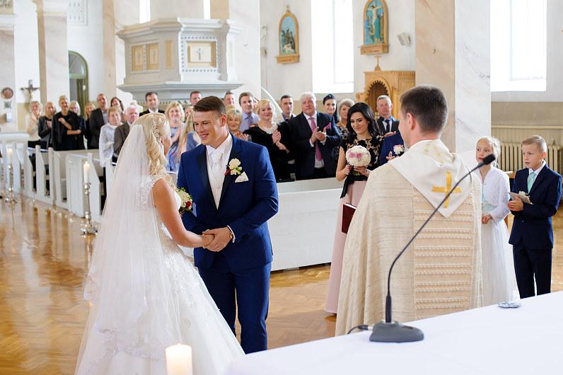 vestuvės Pakruojo Šv. Jono Krikštytojo bažnyčioje