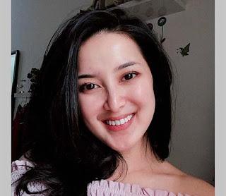 Rosiana Dewi Senyum
