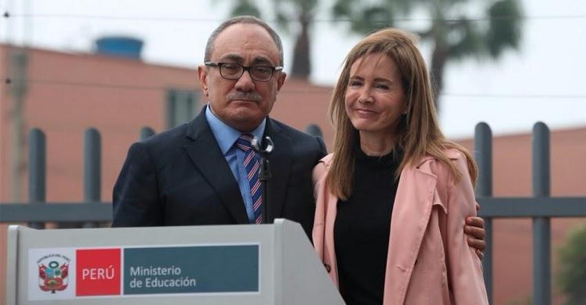 Si Martens se sintió incómoda por una muestra de gentileza, le pido disculpas, sostuvo el Ministro de Educación Idel Vexler