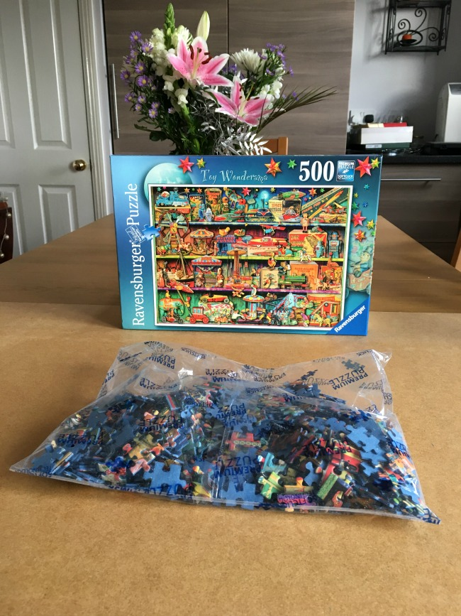ravensburger-jigsaw-puzzle-toy-wonderama-review-box-and-pieces-in-the-bag