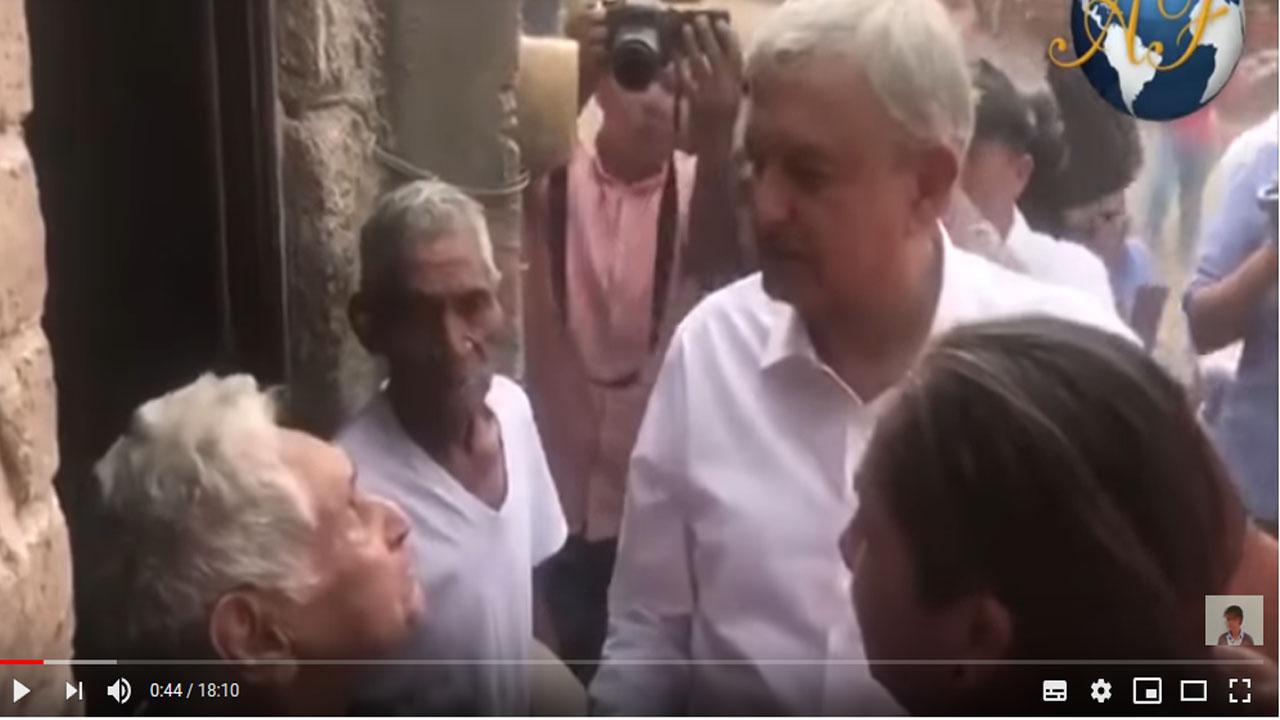 AMLO visitó casa de damnificados de Nayarit