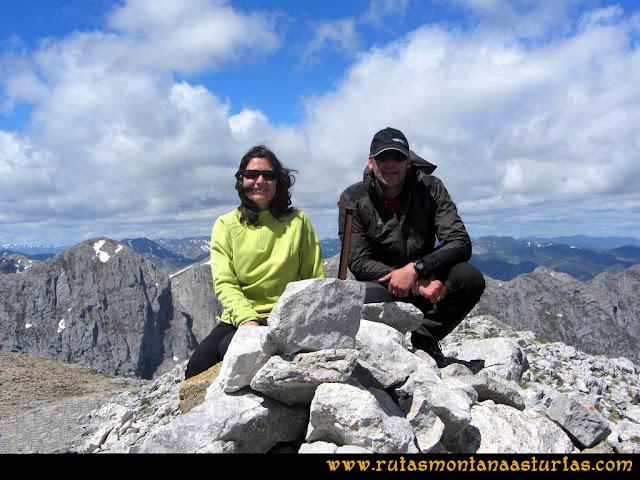 Ruta Lindes - Peña Rueda - Foix Grande: Cima de Peña Rueda