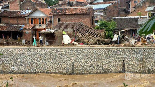 Wiwin Sekeluarga Bisa Selamat dari Banjir Bandang, Begini Kisah Dramatisnya