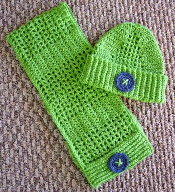 Crochet toddler hat and scarf pattern.   Free instructions.