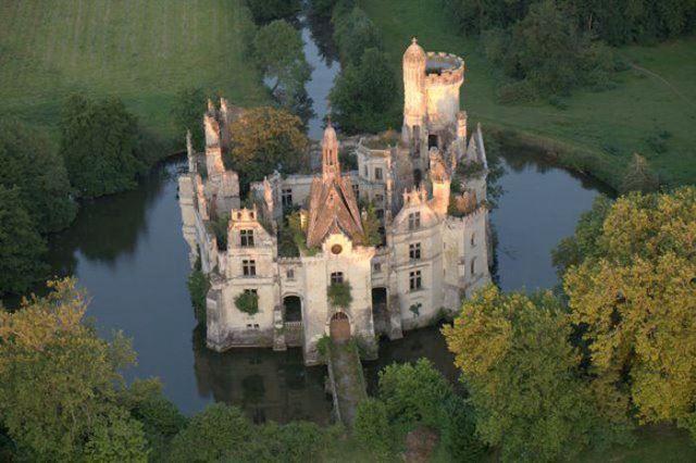 Château de la Mothe-Chandeniers, castillo abandonado