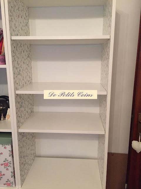 De petits coins carta da parati per rinnovare la libreria for Carta da parati ikea 2015 catalogo