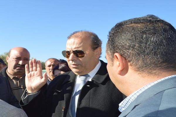 الوالي مصطفى صادق  يحث علي انهاء المشاريع في آجلها المحددة بتنس