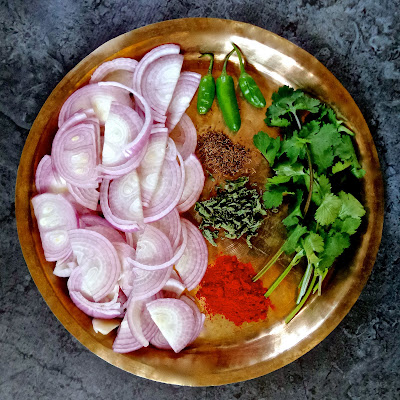kashmiri onion chutney, gand chetin, ganda, chetin, kashmiri, relish, recipe, condiment, chutney, onion, mirch, mint, shai jeera, cumin,