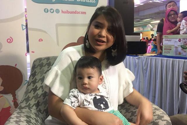 Putri Titian Dinyinyir Soal Asuh Anak, Netizen `sibuk buat status, anak dibiarkan` Termasuk 5 Seleb ini