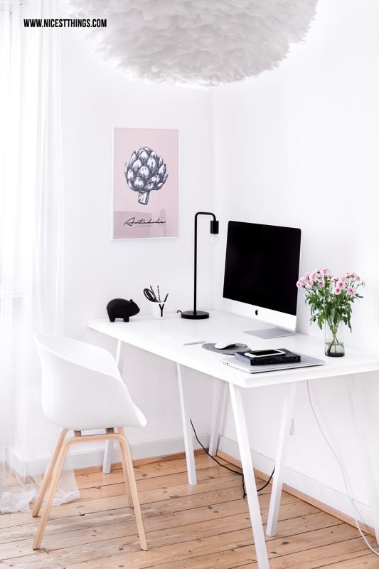 Arbeitsplatz im Schlafzimmer mit Artischocken-Print und Vita Eos Federleuchte