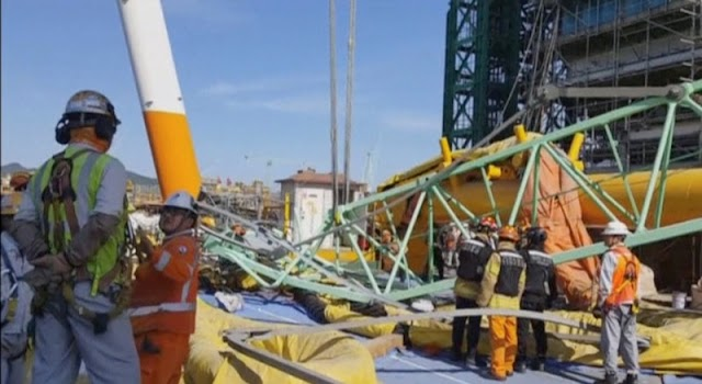 #Disaster : Samsung crane collapsed  has killed six people at work in South Korea